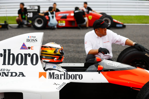 Suzuka Circuit, Japan. Saturday 08 October 2016. Stoffel Vandoorne, Test and Reserve Driver, McLaren, seated in the Alain Prost 1989 McLaren MP4/5 Honda, glances across at a 1987/8 Ferrari, similar to the machine in which Gerhard Berger won the 1987 Japanese Grand Prix. World Copyright: Steven Tee/LAT Photographic ref: Digital Image _R3I7483