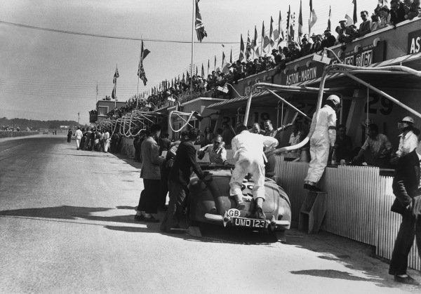 Le Mans, France. 25th - 26th June 1949.R. Lawrie/R. W. Parker (Aston Martin DB1), pits stop action. World Copyright: LAT Photographic.Ref: Autocar Glass Plate C24770.