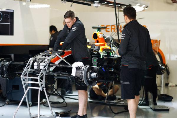 Shanghai International Circuit, Shanghai, China.  Thursday 06 April 2017. McLaren mechanics at work on the Fernando Alonso McLaren MCL32 Honda.  World Copyright: Steven Tee/LAT Images ref: Digital Image _R3I1285