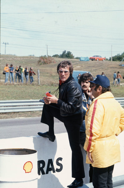 Mosport Park, Canada. 22 September 1974. Bernie Ecclestone and Gordon Murray on the pitwall. World Copyright: LAT Photographic Ref: 74CAN07