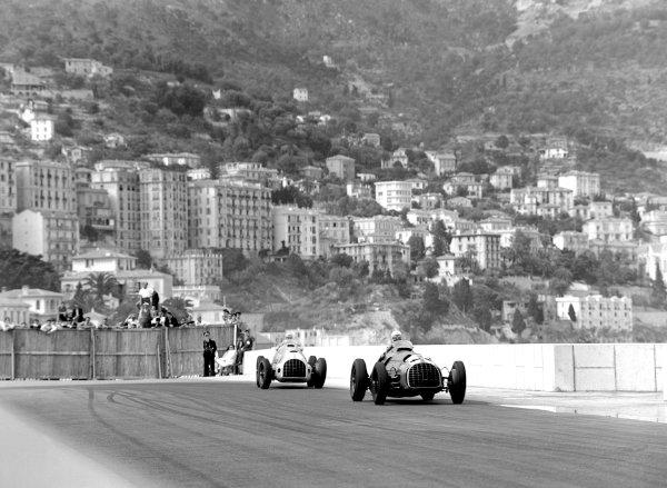 1950 Monaco Grand Prix.Monaco, Monte Carlo. 21st May 1950.Luigi Villoresi leads Raymond Sommer (both Ferrari 125) at Le Portier. Ref-C26727.World Copyright: LAT Photographic