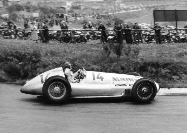 Nurburgring, Germany. 21 May 1939.Manfred von Brauchitsch, Mercedes-Benz W154, 4th position, action.World Copyright: Robert Fellowes/LAT PhotographicRef: 39_EIF_01