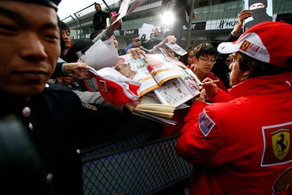 Shanghai International Circuit, Shanghai, China15th April 2010Fernando Alonso, Ferrari F10, signs some autographs for fans. Portrait. Atmosphere. World Copyright: Charles Coates/LAT Photographicref: Digital Image _26Y7901