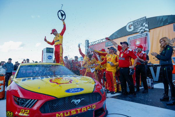 #22: Joey Logano, Team Penske, Ford Mustang Shell Pennzoil in victory lane