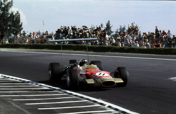 1968 Mexican Grand Prix.Mexico City, Mexico.1-3 November 1968.Jackie Oliver (Lotus 49B Ford) 3rd position.Ref-68 MEX 12.World Copyright - LAT Photographic