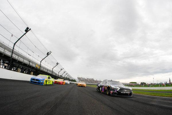 #4: Kevin Harvick, Stewart-Haas Racing, Ford Mustang Mobil 1, #21: Paul Menard, Wood Brothers Racing, Ford Mustang Menards / Dutch Boy