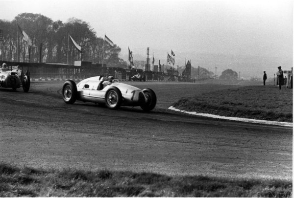 1938 Donington Grand Prix.Donington Park, Great Britain.22 October 1938.Hermann Muller (Auto Union D-typ) leads Rene Dreyfus (Delahaye 145) past the pits. Muller finished in 4th position.World - LAT Photographic
