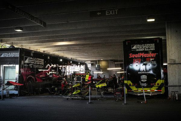 #18 Santino Ferrucci, Dale Coyne Racing with Vasser Sullivan Honda, #55 Alex Palou,  Dale Coyne Racing with Team Goh Honda, garage