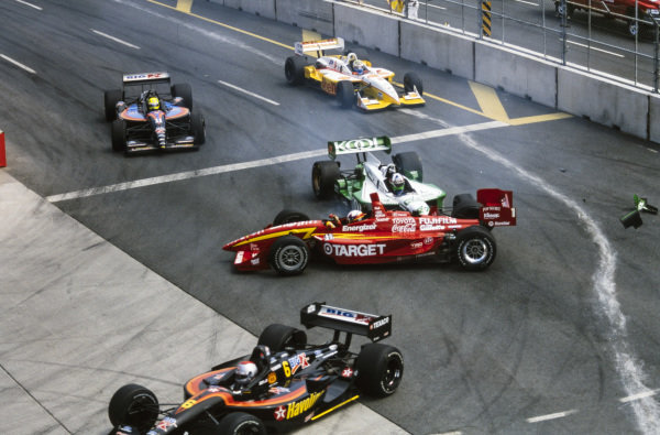 Juan Pablo Montoya, Chip Ganassi Racing, Lola B2K/00 Toyota, is hit by Dario Franchitti, Team Green, Reynard 2KI Honda. In front is Michael Andretti, Newman/Haas Racing, Lola B2K/00 Ford, and behind is Christian Fittipaldi, Newman/Haas Racing, Lola B2K/00 Ford, and Kenny Bräck, Team Rahal, Reynard 2KI Ford.