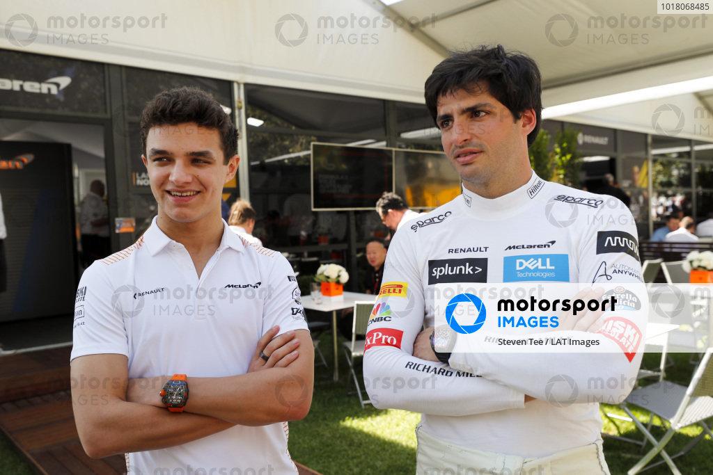 Lando Norris, McLaren, adn Carlos Sainz, McLaren