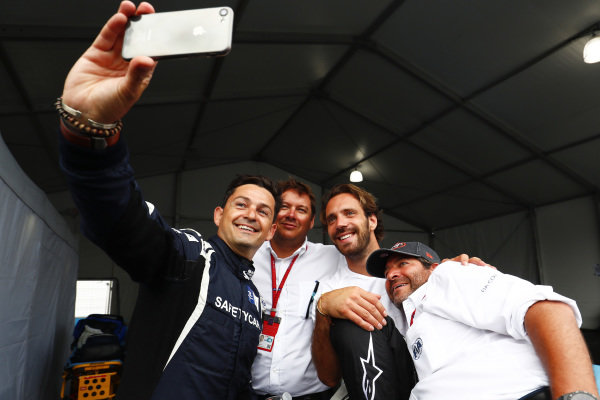 Bruce Correa, safety car driver, takes a selfie with Jean-Eric Vergne (FRA), TECHEETAH, Renault Z.E. 17.