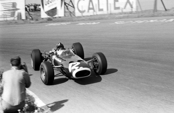 Graham Hill (GBR) BRM P261 finished second. Dutch Grand Prix, Zandvoort, 24 July 1966.
