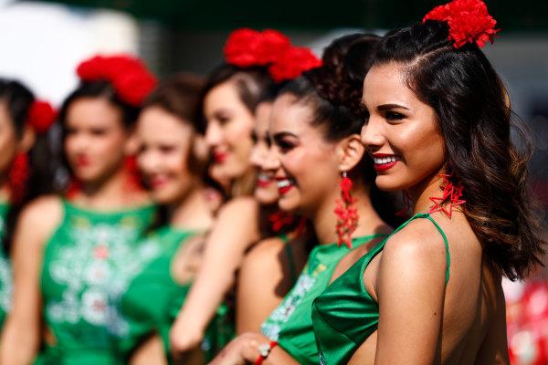 Autodromo Hermanos Rodriguez, Mexico City, Mexico. Sunday 29 October 2017. Mexican promotional girls at work. World Copyright: Sam Bloxham/LAT Images  ref: Digital Image _J6I9665