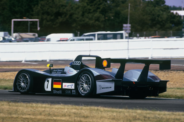1999 Le Mans 24 Hours. Le Mans, France. 12th - 13th June 1999. Laurent Aiello/Michele Alboreto/Rinaldo Capello (Audi R8 Roadster), 4th position, pit stop action. World Copyright: LAT Photographic.