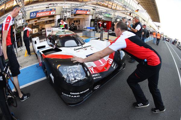 2017 Le Mans 24 Hours test day. Circuit de la Sarthe, Le Mans, France. Friday 2 June 2017 #1 Porsche Team Porsche 919 Hybrid: Neel Jani, Andre Lotterer, Nick Tandy World Copyright: Rainier Ehrhardt/LAT Images ref: Digital Image 24LM-testday-re-0117