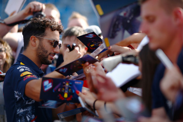 Hungaroring, Budapest, Hungary.  Thursday 27 July 2017. Daniel Ricciardo, Red Bull Racing, signs autographs for fans. World Copyright: Andy Hone/LAT Images  ref: Digital Image _ONZ7989