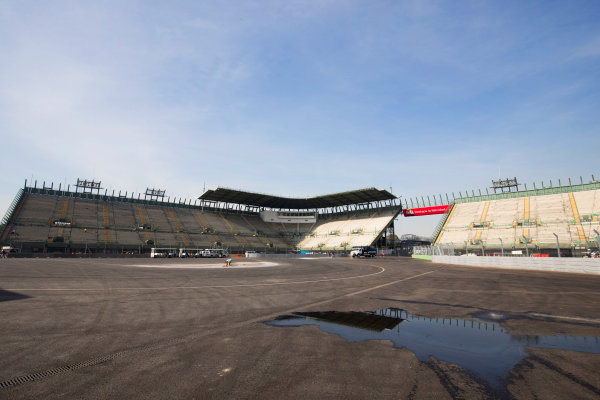 Autodromo Hermanos Rodriguez, Mexico City, Mexico. Tuesday 20 October 2015. The stadium section of the circuit. World Copyright: Steven Tee/LAT Photographic. ref: Digital Image _X0W3802