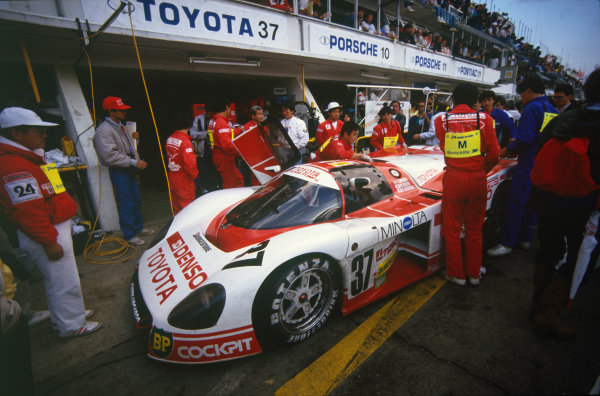 Le Mans, France. 11th - 12th June 1987.Tiff Needell/Kaoru Hoshino/Masanori Sekiya (Toyota 87C), retired, pit stop action. World Copyright: LAT Photographic.Ref:  87LM