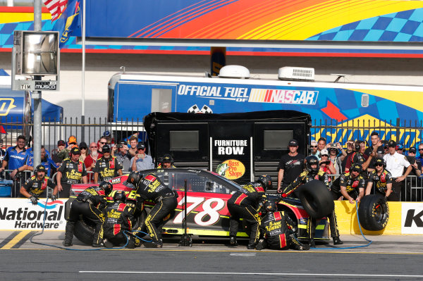 Monster Energy NASCAR Cup Series Monster Energy NASCAR All-Star Race Charlotte Motor Speedway, Concord, NC USA Friday 19 May 2017 Martin Truex Jr, Furniture Row Racing, 5-hour Energy Extra Strength Toyota Camry World Copyright: Matthew T. Thacker LAT Images ref: Digital Image 17CLT1mt1361