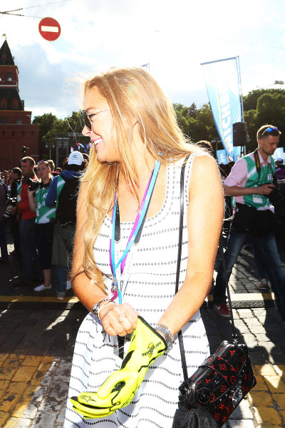 2014/2015 FIA Formula E Championship. Moscow ePrix, Moscow, Russia. Saturday 6 June 2015 Nelson Piquet Jr (BRA)/China Racing - Spark-Renault SRT_01E hands his gloves to Lindsay Lohan on the podium. Photo: Jed Leicester/LAT/Formula E ref: Digital Image JL1_9814