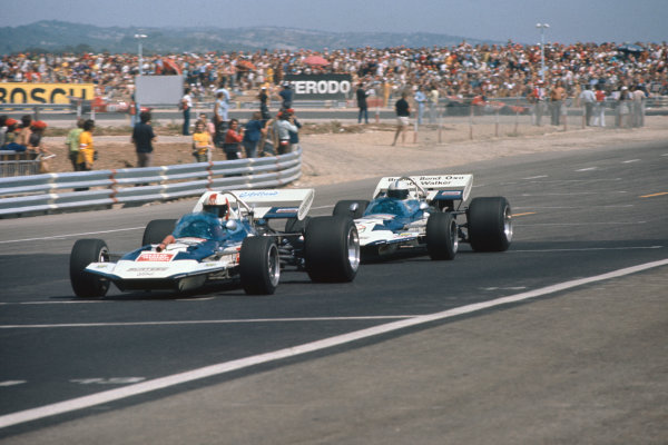 1971 French Grand Prix.  Paul Ricard, Le Castellet, France. 2nd-4th July 1971.  Rolf Stommelen, Surtees TS9 Ford, 11th position, leads John Surtees, Surtees TS9 Ford, 8th position.  Ref: 71FRA47. World Copyright: LAT Photographic