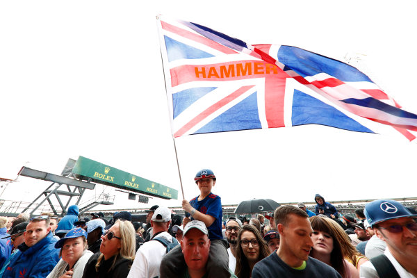 """Silverstone, Northamptonshire, UK.  Thursday 13 July 2017. A young fans waves a Union Jack flag displaying the message: """"Hammertime."""" World Copyright: Glenn Dunbar/LAT Images  ref: Digital Image _X4I2494"""