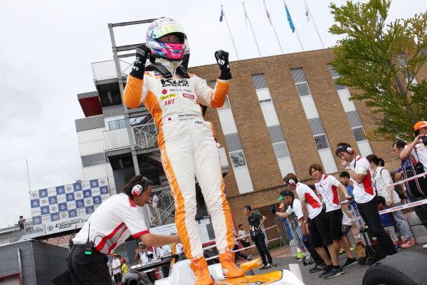 2017 Japanese Formula 3 Championship. Motegi, Japan. 29th - 230th July 2017. Rd 14 15 & 16. Rd15 Winner Sho Tsuboi ( #1 Corolla Chukyo Kuo TOM?S F317 ) parc ferme portrait World Copyright: Yasushi Ishihara / LAT Images. Ref: 2017JF3_R14_16_11