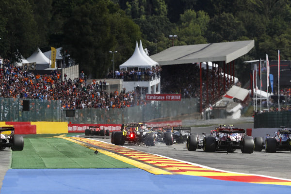Daniel Ricciardo, Renault R.S.19, makes contact with Lance Stroll, Racing Point RP19, as cars take avoiding action