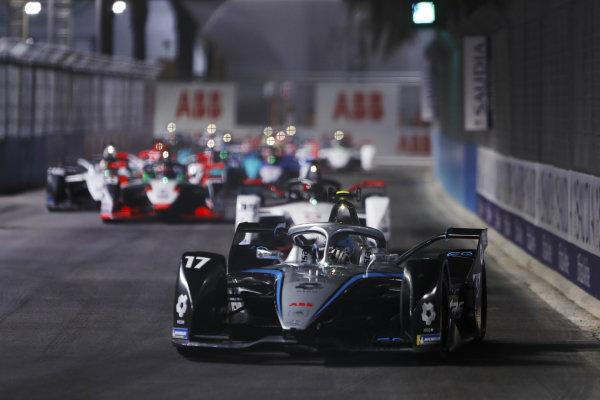 Nyck de Vries (NLD) Mercedes Benz EQ, EQ Silver Arrow 02, leads Pascal Wehrlein (DEU) Tag Heuer Porsche, Porsche 99X Electric