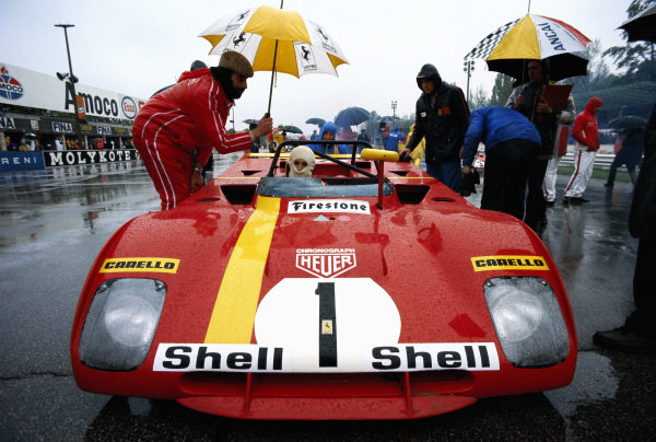 Jacky Ickx / Clay Regazzoni, Spa Ferrari SEFAC, Ferrari 312 PB 0882 on the grid.