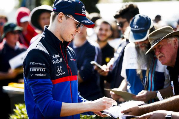 Daniil Kvyat, Toro Rosso signs autographs for fans