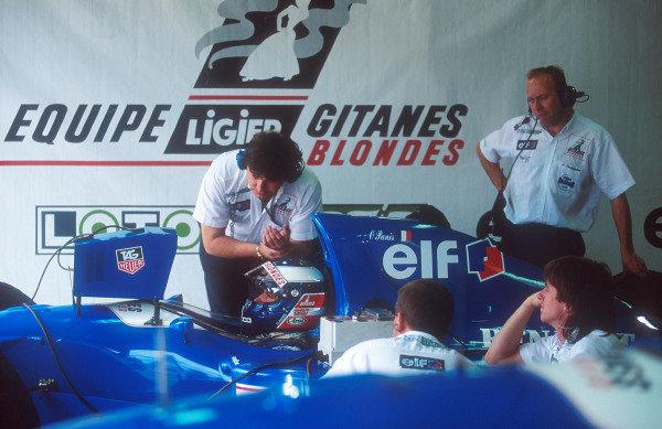 1994 Australian Grand Prix.Adelaide, Australia.11-13 November 1994.Olivier Panis (Ligier JS39B Renault) 5th position. Viewing times on his monitor during qualifying.Ref-94 AUS 30.World Copyright - LAT Photographic