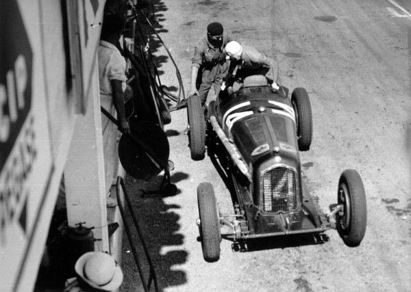 "1934 Marne Grand Prix Reims, France. 8 July 1934 Achille Varzi/Attilio Marinoni, Alfa Romeo Tipo-B ""P3"", 3rd position, pitstop, action World Copyright: Robert Fellowes/LAT PhotographicRef: 34REI01"