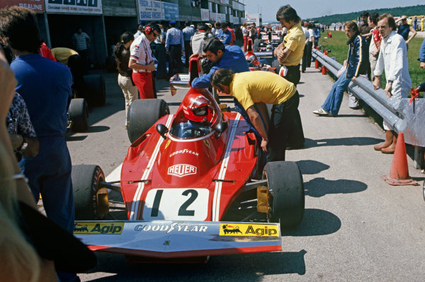 1974 French Grand Prix  Dijon-Prenois, France. 5-7th July 1974.  Niki Lauda, Ferrari 312B3, 2nd position, with engineers and mechanics in pit lane and Luca Di Montezemolo sitting on the barrier.  Ref: 74FRA09. World Copyright: LAT Photographic