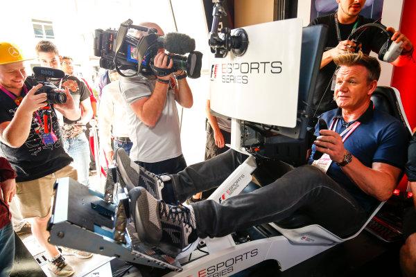 Yas Marina Circuit, Abu Dhabi, United Arab Emirates. Sunday 26 November 2017. Gordon Ramsay tries the E-Sports simulators. World Copyright: Andy Hone/LAT Images  ref: Digital Image _ONZ1099