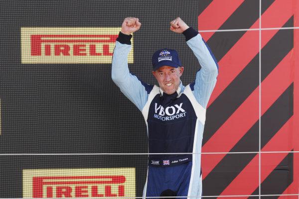 Julian Thomas, Shelby Daytona Coupe, celebrates on the podium