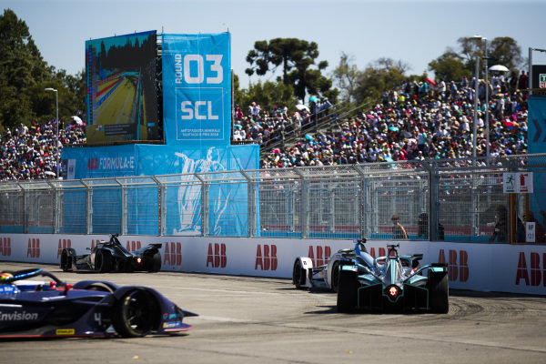 Oliver Rowland (GBR), Nissan e.Dams, Nissan IMO1 leads Felipe Massa (BRA), Venturi Formula E, Venturi VFE05 andMitch Evans (NZL), Panasonic Jaguar Racing, Jaguar I-Type 3