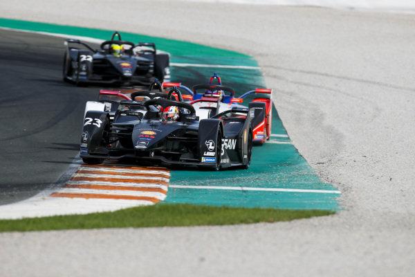 Sébastien Buemi (CHE), Nissan e.Dams, Nissan IMO2 leads Andre Lotterer (DEU), Tag Heuer Porsche, Porsche 99x Electric and Pascal Wehrlein (DEU), Mahindra Racing, M6Electro