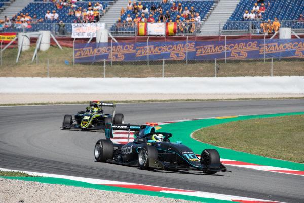 Bent Viscaal (NLD, HWA RACELAB) and Logan Sargeant (USA, Carlin Buzz Racing)