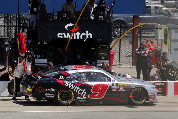 #9: Noah Gragson, JR Motorsports, Chevrolet Camaro Switch pit stop