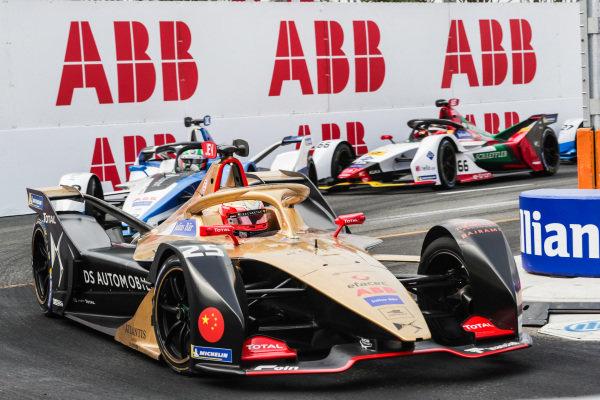 Jean-Eric Vergne (FRA), DS TECHEETAH, DS E-Tense FE19, leads Antonio Felix da Costa (PRT), BMW I Andretti Motorsports, BMW iFE.18, and Daniel Abt (DEU), Audi Sport ABT Schaeffler, Audi e-tron FE05