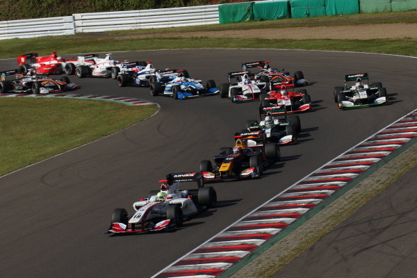 2017 Japanese Super Formula. Sugo, Japan. 23rd - 24th September 2017. Rd 6. Start of the race action World Copyright: Yasushi Ishihara / LAT Images. Ref: 2017_SF_Rd6_001