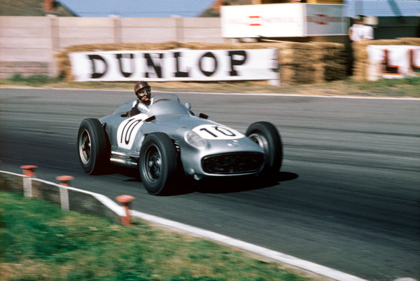 Aintree, England. 14-16 July 1955. Juan Manuel Fangio (Mercedes-Benz W196) 2nd position. Ref-55 GB 10. World Copyright - LAT Photographic