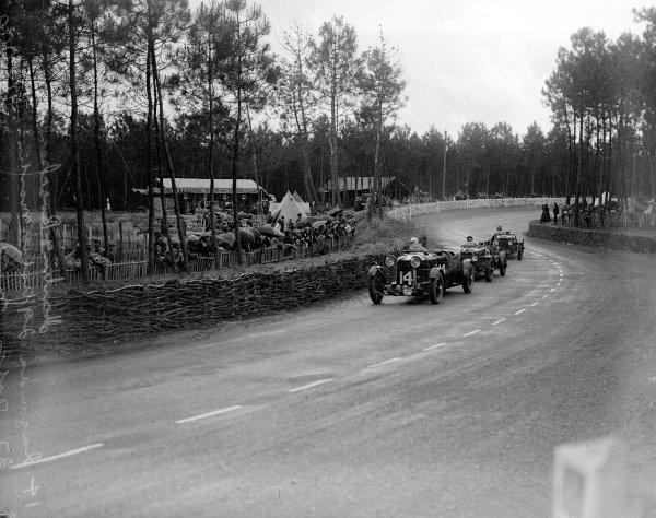 Le Mans, France. 15-16 June 1935.Dr John Benjafield/Ronald Gunter (Lagonda Rapide) leads Charles Martin/Charles Brackenbury and John Elwes/Mortimer Morris Goodall (both Aston Martin Ulster). Martin/Brackenbury finished in 3rd position.Ref-Motor 800/107.World Copyright - LAT Photographic
