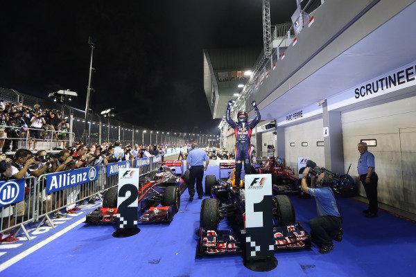 Marina Bay Circuit, Singapore23rd September 2012Sebastian Vettel, Red Bull Racing, 1st position, celebrates in Parc Ferme.World Copyright: Andy Hone/LAT Photographicref: Digital Image HONZ0916