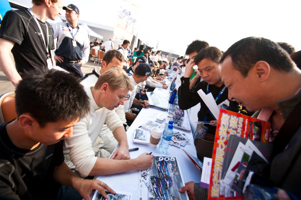 6 Hours of Zhuhai.Zhuhai, China. 11th - 13th November 2011. Mika Hakkinen, Team AMG China, Mercedes SLS AMG GT3 at the autograph session with the fans.Portrait. Drew Gibson/LAT Photographic. ref: Digital Image _Y8P9670