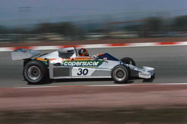 Jarama, Spain. 2nd May 1976.  Emerson Fittipaldi (Fittipaldi FD-Ford), retired, action.  World Copyright: LAT Photographic.  Ref:  76 ESP 46.