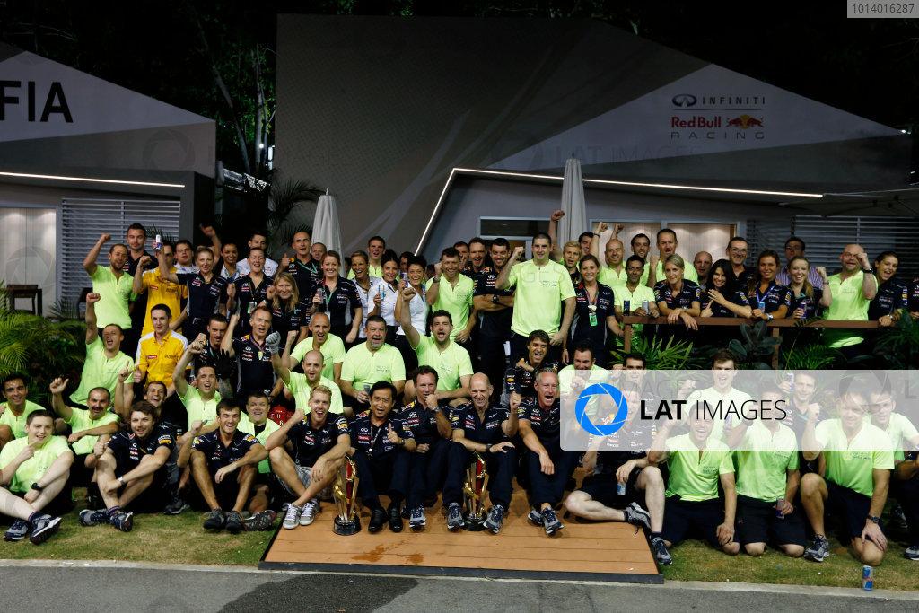 Marina Bay Circuit, Singapore. Sunday 22nd September 2013.  Red Bull Racing celebration team photo.  World Copyright: Charles Coates/LAT Photographic. ref: Digital Image _N7T8296