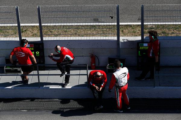 2016 GP2 Series Test 1. Circuit de Catalunya, Barcelona, Spain. Friday 11 March 2016. PREMA Racing engineers on the pit wall  World Copyright: Sam Bloxham/LAT Photographic. ref: Digital Image _R6T9159