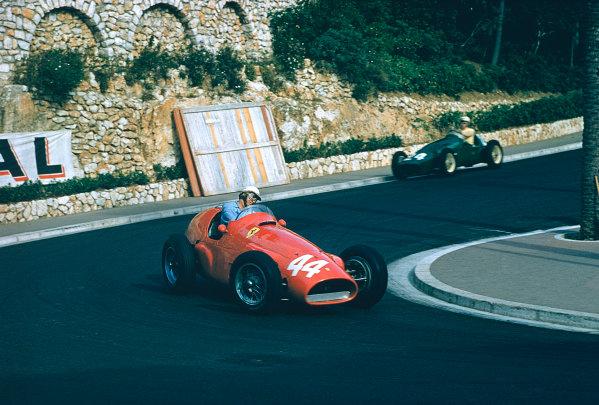 1955 Monaco Grand Prix. Monte Carlo, Monaco. 19-22 May 1955. Giuseppe Farina driving Maurice Trintignant's Ferrari 625 in practice. Ref-55 MON 07. World Copyright - LAT Photographic